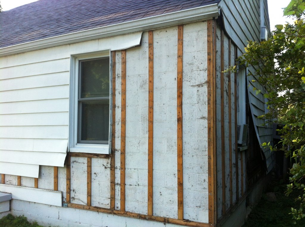 how to cut vinyl siding on a house