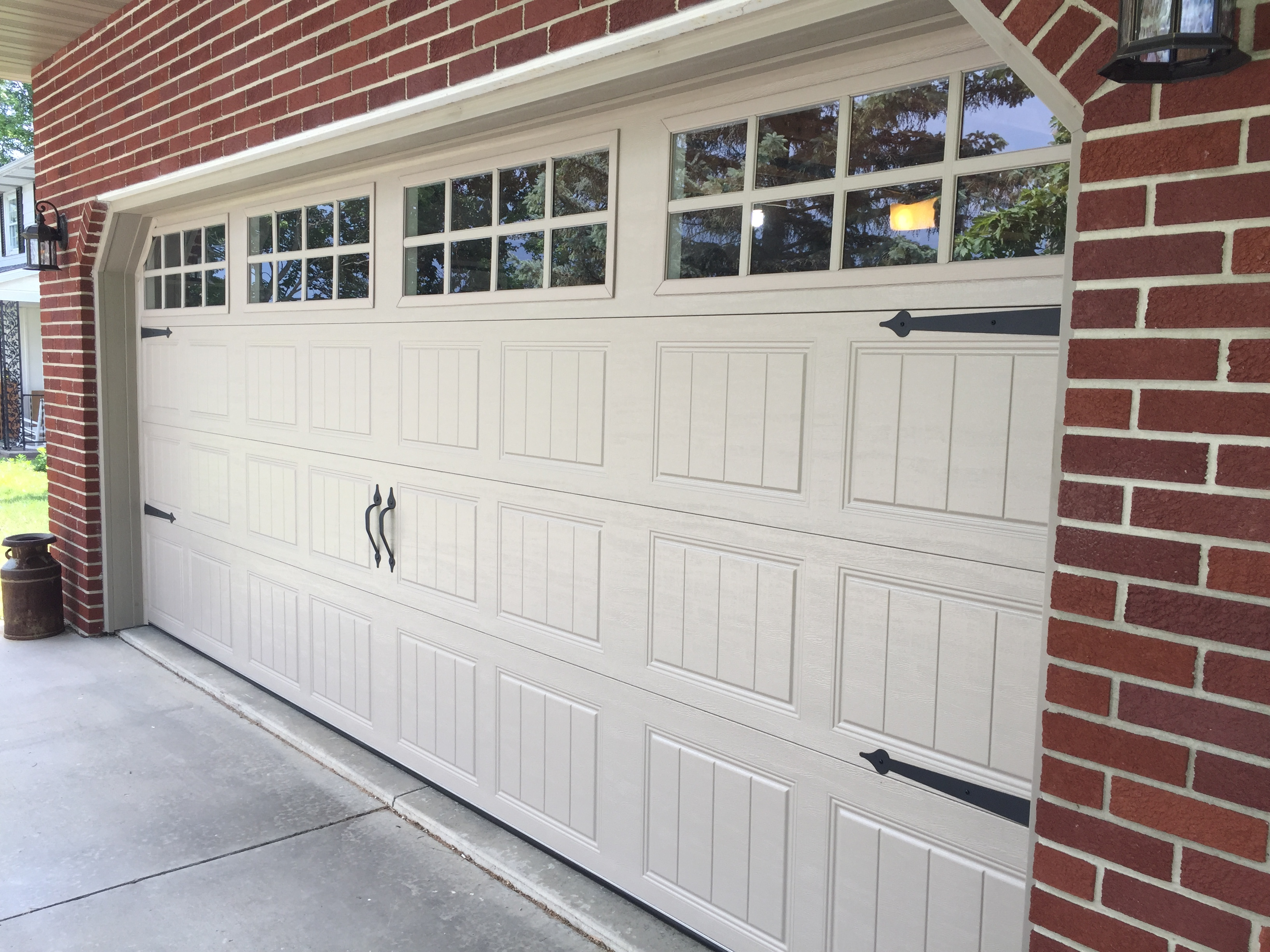 LOVE THE CARRIAGE DOOR LOOK! Itu0027s Quite Simple To Bring Back The Look Of  The Old Carriage Style Garage Doors With After Market Mounted Handles And  Faux ...